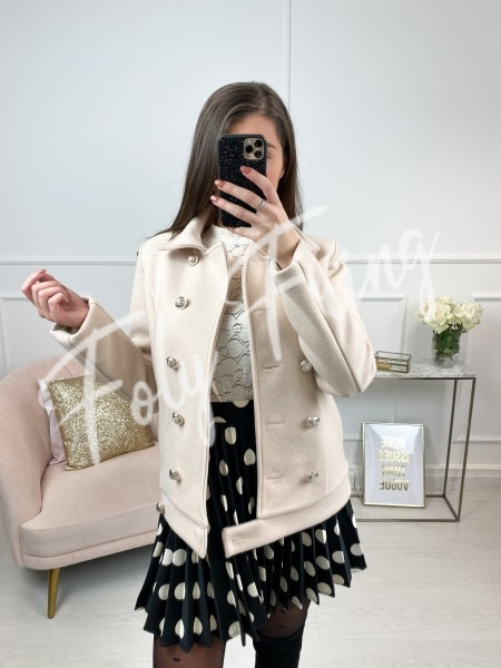 MANTEAU OFFICER COURT NUDE